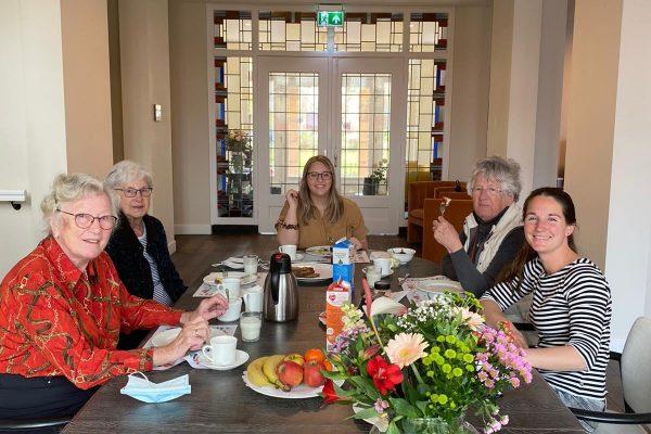 sfeer-binnen-Het-Gastenhuis-Warmond-bewoners-activiteit